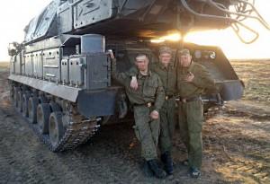 Солдаты рядом с ЗРК «Бук», фотография загружена одним из солдат 9 ноября 2014 года