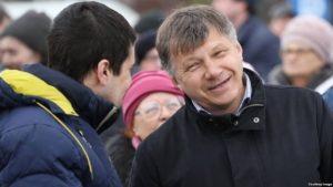 ya-pervyj-shag-na-puti-demokratizacii-politicheskix-partij-v-rossii